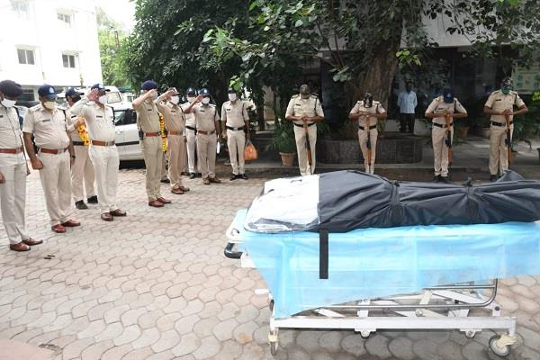 police officer in charge gopal singh jagate dies during corona duty
