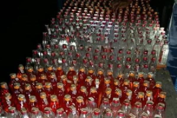 foreign liquor seized in large quantity in kishanganj four people arrested