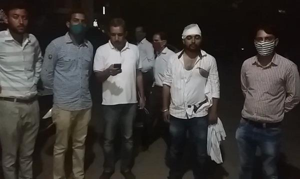 farmers beat up two supervisors by taking them hostage