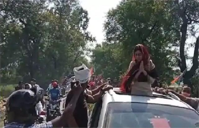 aishwarya came on the road against her in laws
