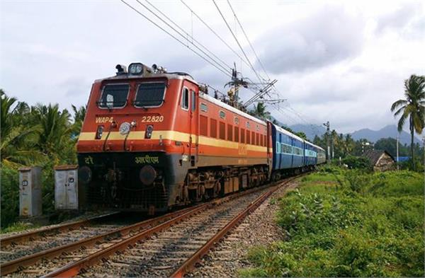 1350 passenger trains and 2225 freight trains stopped due to farmer protest