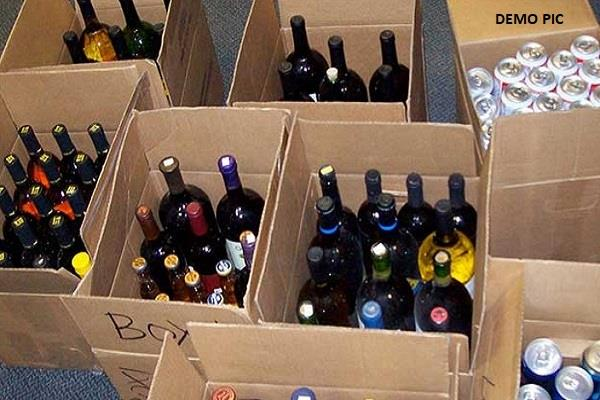 excise department team recovered 432 foreign liquor from 2 vehicles