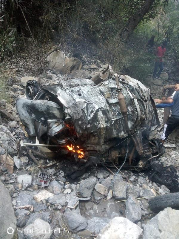 car falls in deep ditch four killed
