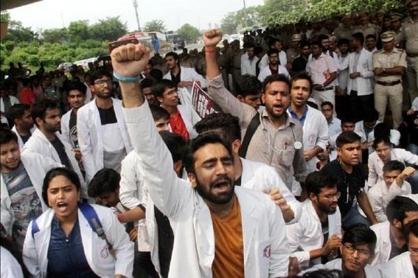 delhi doctors at hindu rao hospital sit on indefinite hunger strike