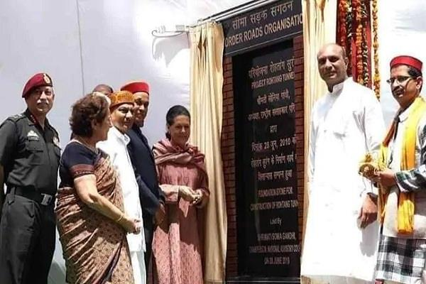 sonia gandhi s foundation stone plaque missing from atal tunnel