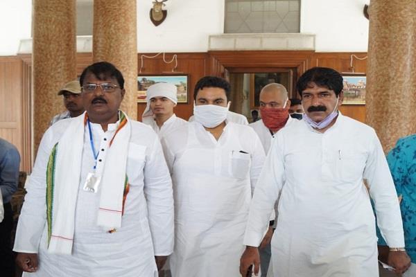 premchand guddu suspected of disturbances in voting machine