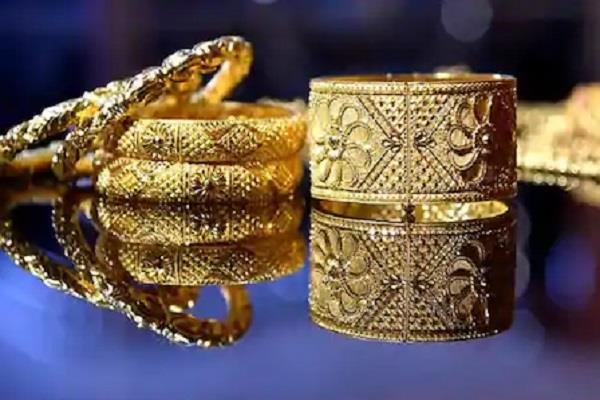 gold rises by rs 82 silver rises by rs 1 074 know today s price