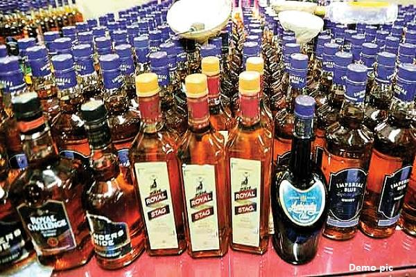 heavy liquor seized from different districts of bihar 11 arrested