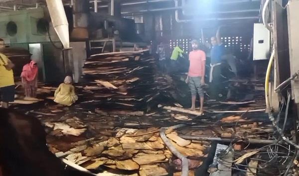 fierce fire in plywood factory