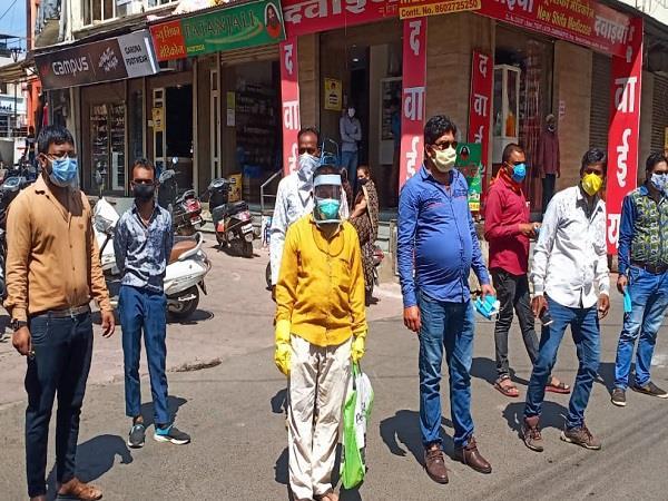 mask distribution done the death anniversary of journalist vishal sharma
