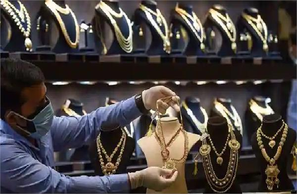 gold becomes cheaper again silver falls by rs 1 277
