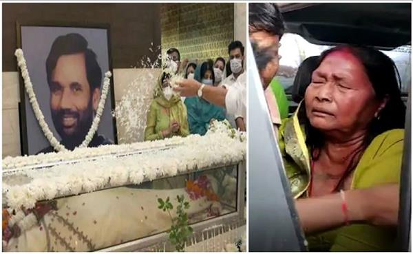 first wife princess came to see husband paswan unconscious