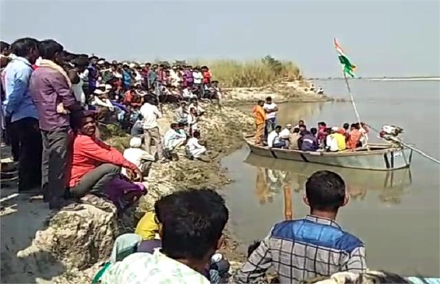 the sailors rescued 6 youths drowned in the river 4 drowned in ganga