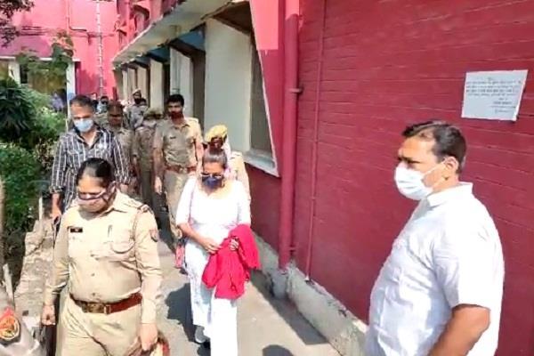 actor nawazuddin s wife alia siddiqui reached cjm court