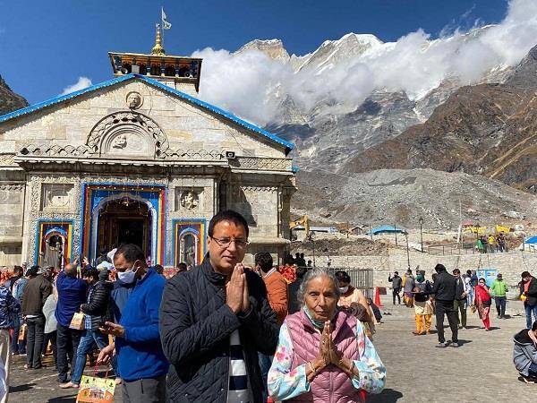 surjewala went to baba kedarnath and badrinath dham with his mother