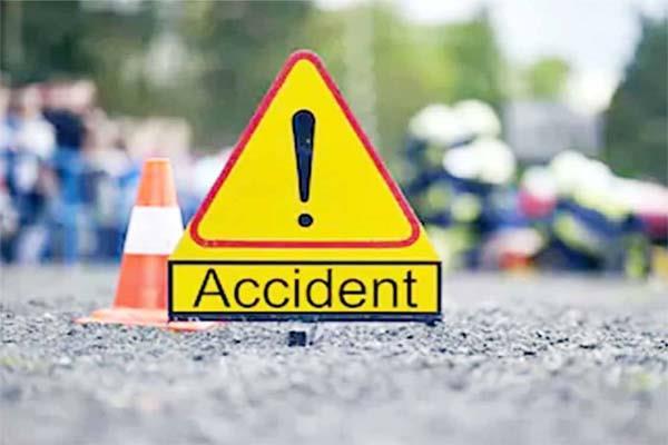 accident tourist bus 2 injured