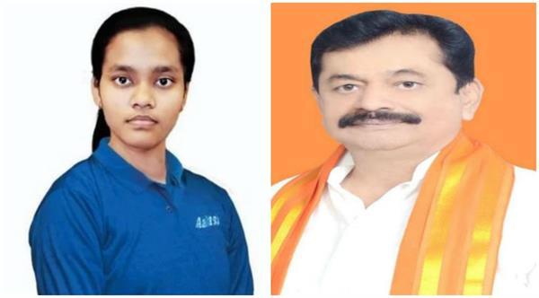 kushinagar mp awarded to neet exam topper akanksha singh
