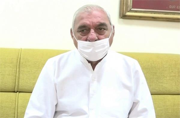 hooda said government should give jobs to the families of the deceased