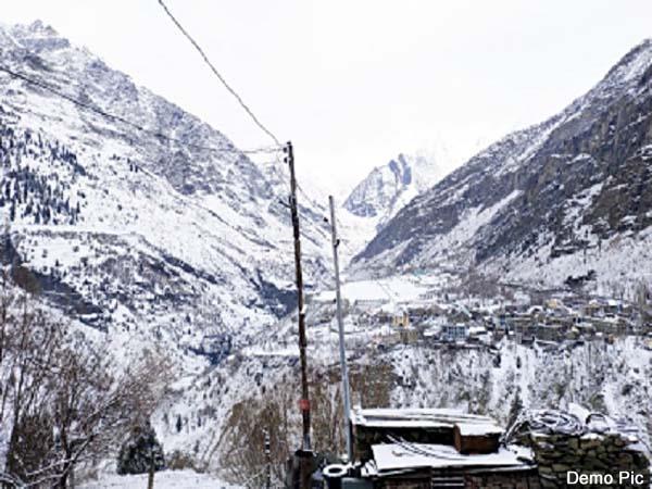 snowfall on peaks of lahaul spiti