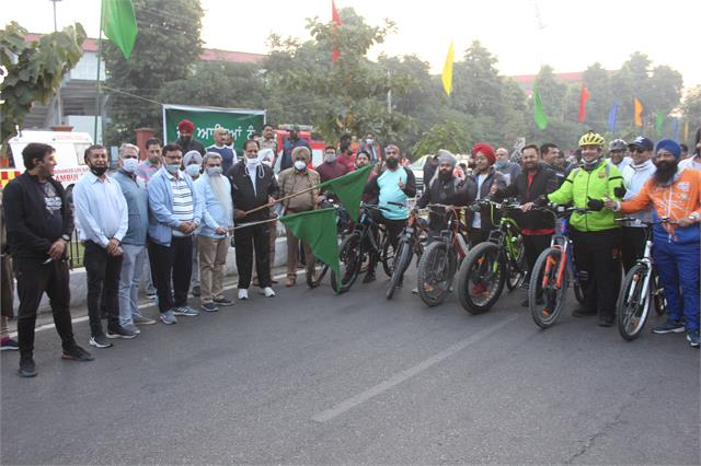 cabinet minister bharat bhushan ashu flags off cycle for change rally
