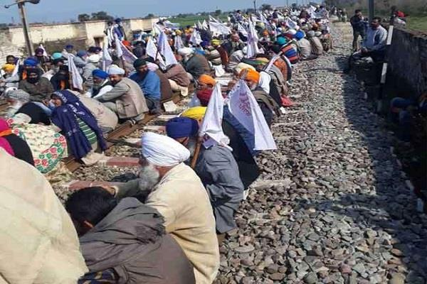 200 rail trains stranded in punjab due to stop rail movement