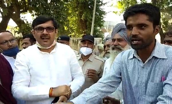 farmers protested against mla babli in jakhal