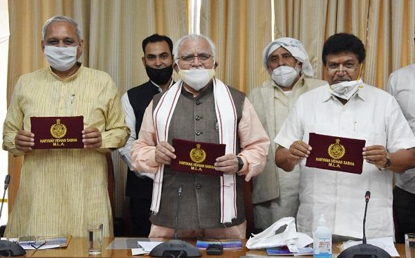 chief minister manohar issued special flag for mlas