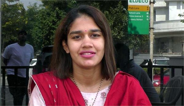 bjp leader babita phogat appealed to farmers to return home
