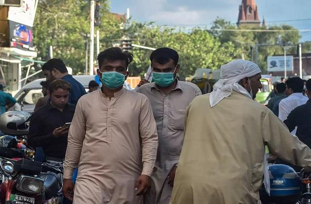 second wave of infection in pakistan more than 3 lakh infected
