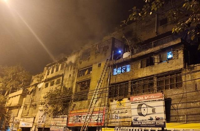 giant fire in 3 storey building in gb road area 8 fire engines on the spot