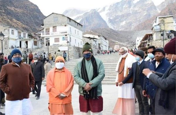 yogi adityanath arrives at kedarnath will go to badrinath today
