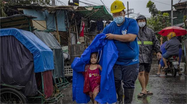 super typhoon goni batters philippines kills at least 10