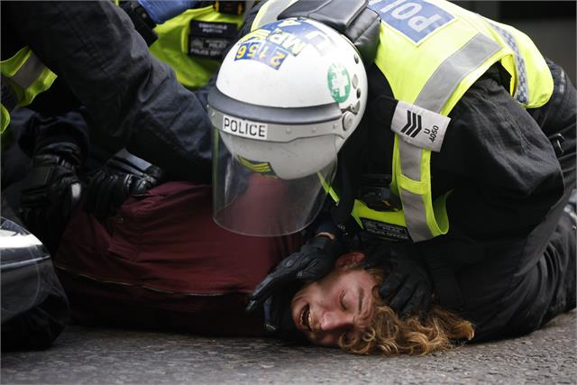 150 arrests as anti lockdown protesters clash with police in london