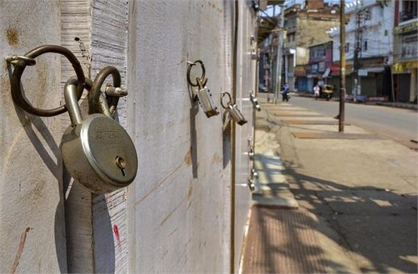 कोरोना वायरसः दिल्ली के बाद अब अहमदाबाद में लगा कर्फ्यू, सिर्फ खुली रहेंगी ये दुकानें