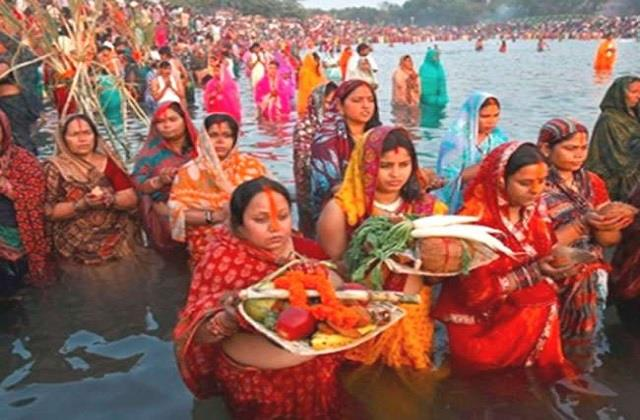 lakhs of devotees offered astrologer bhaskar on the holy occasion of chhath