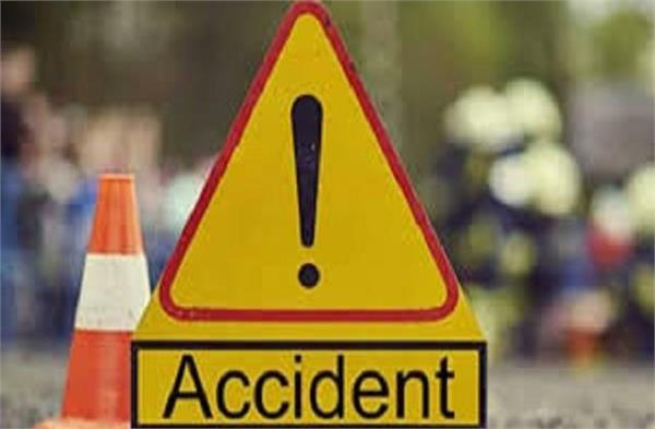 unknown vehicle kills bike father in law and damad died on the spot