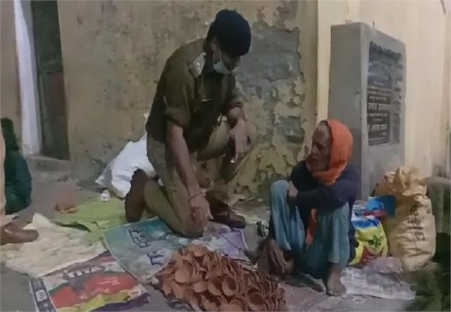 up police bought all the lamps for elderly and children selling roadside lamps