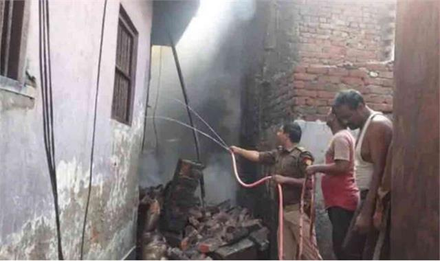 kushinagar 4 killed in illegal cracker factory explosion