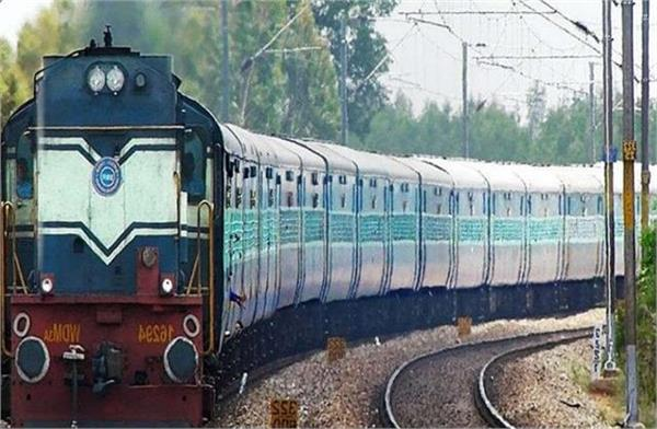 2 superfast pooja special trains will run between pune to gorakhpur