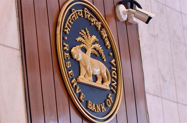former rbi governors warn economy may be overshadowed by rising npa of banks