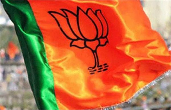 fir against 5 people who beat up bjp official