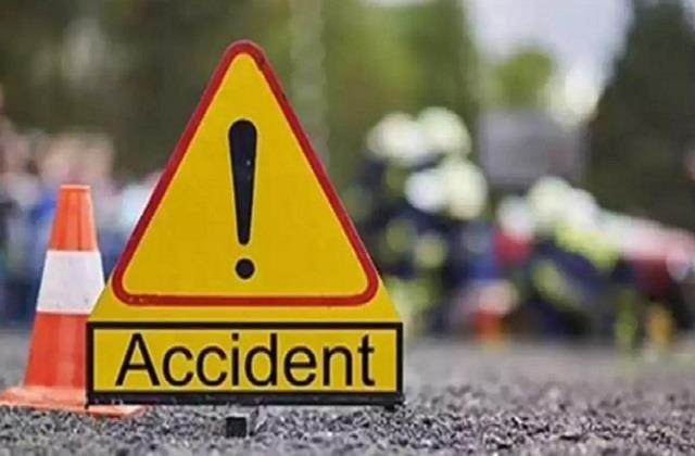 bike riding husband dies due to speeding vehicle in latehar