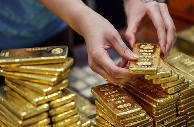 gold gives 32 return this year highest after 2011