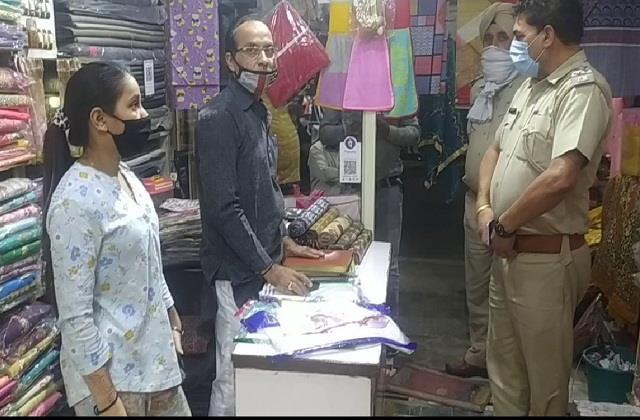 haryana news 2 women confuse shopkeeper 2 blow up bag full of suits