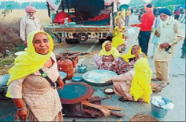 kisan andolan farmers in first line on delhi border