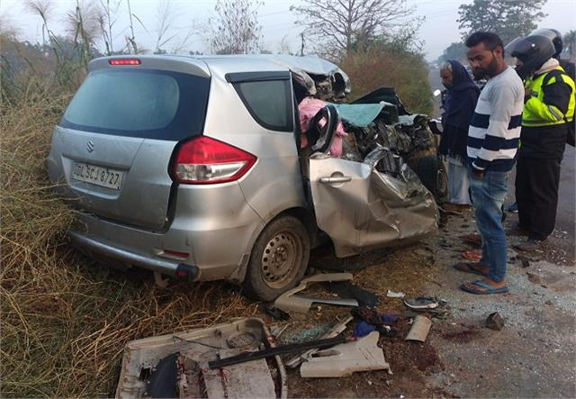 uncontrolled car collides with divider three killed in car