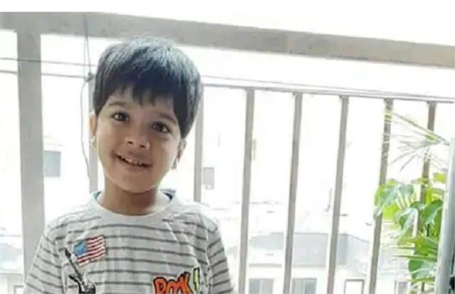ghaziabad child fell from 14th floor balcony death