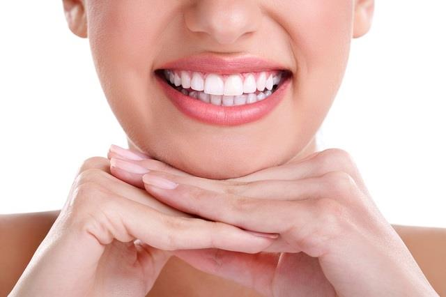 मोती की तरह चमक उठेंगे दांत, जानिए प्लाक और टार्टर की सफाई के देसी नुस्खे