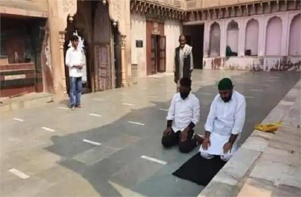 mathura muslim youths offer namaz in nandababa temple
