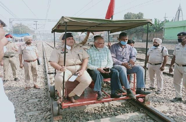 रेलवे ट्रैक चेकिंग दौरान बड़ा हादसा, ट्राली का पहिया टूटने से SSP व SP घायल